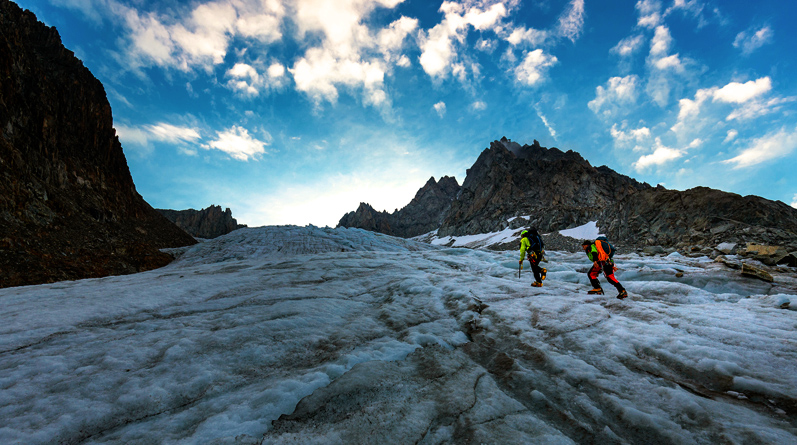 Mountaineering on the Aiguilles Crochues, Chamonix