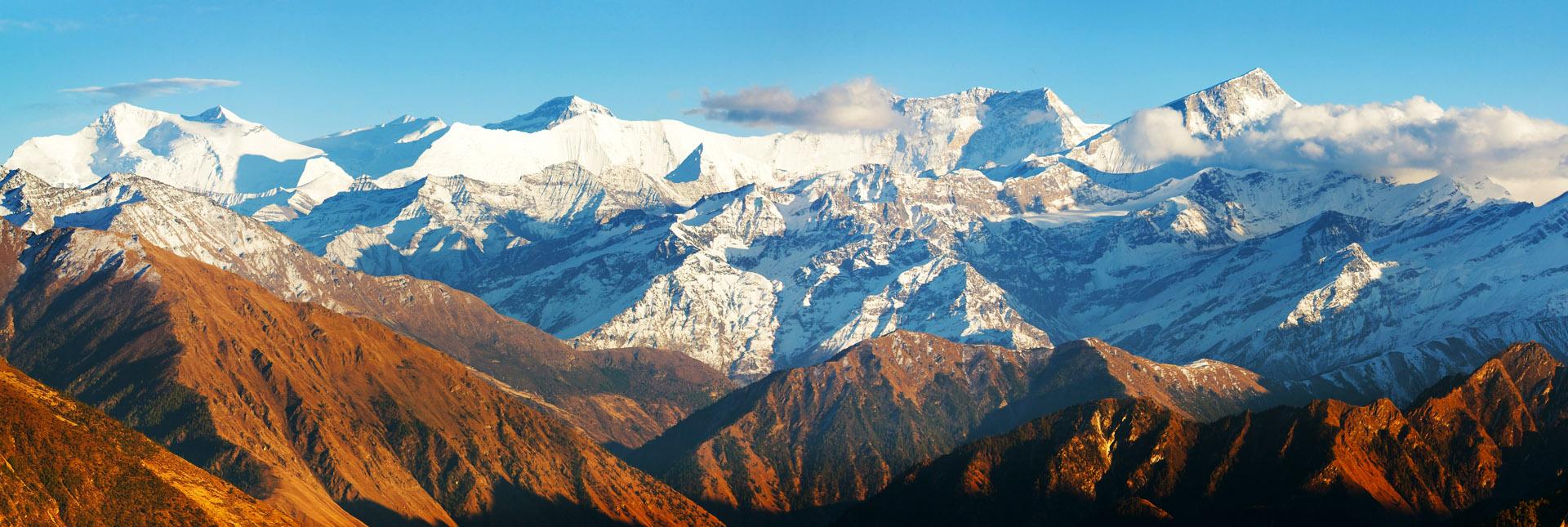 View around the Dhaulagiri trek